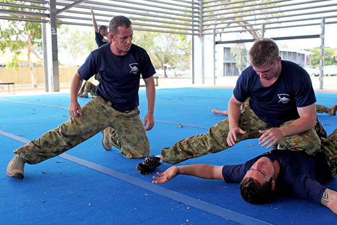 Eric-instructing-Military-Self-Defence-1